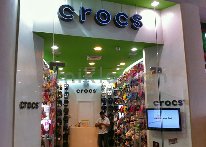 CROCS – NEVER EVER AGAIN